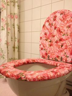 My toilet seat of roses that I have made with decoupage technique  Took Gold and Burgundy Cherub Toilet Seat Cover bathroom