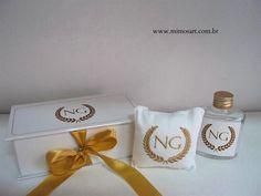 Caixa personalizada, com sachê bordado coroa de louro dour… | Flickr