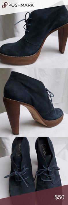 """COLE HAAN ANKLE BOOTS WOMEN'S 10 B SUEDE NIKE AIR Nike Air suede platforms lace front booties ankle boots shoes, leather lining.  Size 10B. Its like a navy blue color.  Material: Suede     Sole: Leather       Heel: Man Made Condition: Pre-owned, gently used, heel and sole gently used, no rips or tears.  Measurements: Heel 5"""", platform 1"""", sole width at its widest part 3.5"""" Cole Haan Shoes Ankle Boots & Booties"""