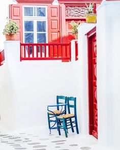 MYKONOS | CYCLADES | GREECE  Photo from @lia.lignou.photography! Check her beautiful gallery...  Wish you all have a great weekend! Tag a friend you would like to visit Mykonos with!