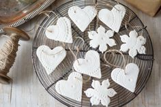 Simple and quick crafts work best in the workshops Christmas Craft Projects, Holiday Crafts, Christmas Decorations, Christmas Ornaments, Hobbies And Crafts, Diy And Crafts, Crafts For Kids, Quick Crafts, Homemade Christmas