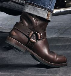 Engineer Boots e Harness Boots: Botas Masculinas Com Estilo Biker Winter Fashion Boots, Mens Boots Fashion, Winter Boots, Womens Fashion, Sock Shoes, Shoe Boots, Man Boots, Vintage Shoes Men, Biker Shoes