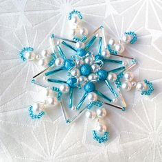 Christmas Ornaments To Make, Christmas Angels, Christmas Crafts, Christmas Decorations, Baubles And Beads, Beaded Ornaments, Beaded Snowflake, Bead Crafts, Decor Crafts