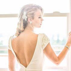 We've got your back #bridetobe #Stunning shot by #lsstylist #MissAlexis of the #pronovias #irune dress and #arieljennifertaub #bridalaccessories #seattlesbest #seattlebride #seattlewedding #pnwbride #pnwweddings #seattleweddingplanner #vancouverbride #vancouverweddings Call for bridal appt. and get your very own bridal stylist 217-215-2158!