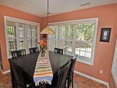 5006 Long Pointe Rd Wilmington NC 28409  Enjoy family dinners in this large eat in kitchen area.