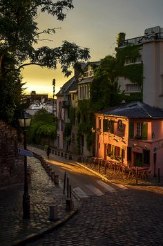 Late afternoon in Montmartre / Paris (by Robin TOURNADRE).