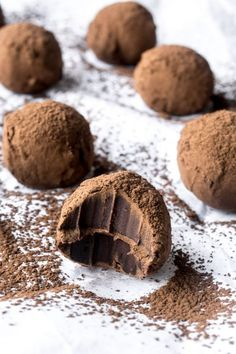 Marnier Truffles Grand Marnier Chocolate Truffles~can also use Chambord, Limoncello or Kahlua.Grand Marnier Chocolate Truffles~can also use Chambord, Limoncello or Kahlua. Grand Marnier, Liquor Truffles Recipe, Kahlua Truffles, Christmas Desserts, Christmas Baking, Candy Recipes, Sweet Recipes, Chocolates, Homemade Candies