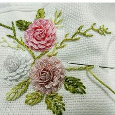 Wonderful Ribbon Embroidery Flowers by Hand Ideas. Enchanting Ribbon Embroidery Flowers by Hand Ideas. Brazilian Embroidery Stitches, Hand Embroidery Stitches, Hand Embroidery Designs, Embroidery Techniques, Embroidery Thread, Embroidery Supplies, Applique Designs, Ribbon Embroidery Tutorial, Hand Embroidery Flowers