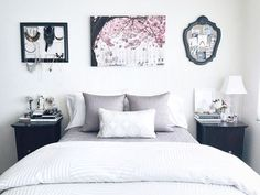 32 Beautiful Bedroom Decor Ideas for Compact Departments; For smart small apartment decorating ideas on a budget, look to accessories. bedroom decor ideas for teens. Gallery Wall Bedroom, Room Ideas Bedroom, Small Room Bedroom, Home Decor Bedroom, Teen Bedroom, Master Bedroom, Girl Bedrooms, Bedroom Wall, Couple Bedroom Decor
