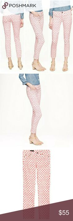 """JCrew cropped matchstick thistle jeans The much-loved matchstick jean now comes in a new cropped fit?in a pretty floral print, it's denim perfection!   Sits lower on hips. Slim through hip and thigh, with a slim, straight leg.Cotton with a hint of stretch. 26"""" inseam. 13"""" leg opening (based off size 28). Traditional 5-pocket styling.Machine wash. Item?58224.  Size 28. Like new!   Let me know if you have any questions! Open to reasonable offers. J. Crew Jeans Ankle & Cropped"""