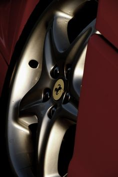 The wheel of a Ferrari 355