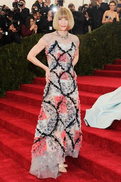 Anna Wintour in Chanel Couture at the 2014 Met Gala // #MetBall2014 #fashion #beyondfashion #redcarpet