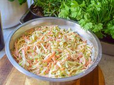 Coleslaw - Perfekt tilbehør til grillmat!   Gladkokken Coleslaw, Nom Nom, Cabbage, Bacon, Bbq, Spaghetti, Food And Drink, Low Carb, Dinner