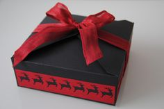 Box mit Geschenkanhänger Scrapbooking, Gift Wrapping, Box, Tableware, Gifts, Gift Wrapping Paper, Dinnerware, Presents, Dishes