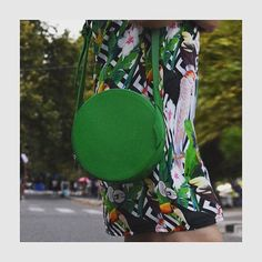 🌵🌵Add a cool summer vibe to your look with our green leather shoulder bag🌵🌵 . #leatherbag #greenbag #circlebag #circleleatherbag #summerbag…