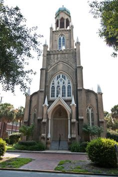 """Take in Savannah's diverse religious history and visit beautiful churches, cathedrals, synagogues, and memorial sites on the """"Spiritual Savannah"""" Tour"""