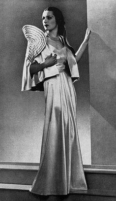"""Les Modes (Paris) Sept. 1935. """"une premiere"""" Ensemble pour le soir. Robe et petite cape. Maggy Rouff."""
