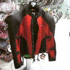 Anche d'inverno con la #giacca giusta andare in #moto non è un problema..#modena  #cbmotorcycles #instagram #motorcycle #instamotorcycle #instashop #winterfashion