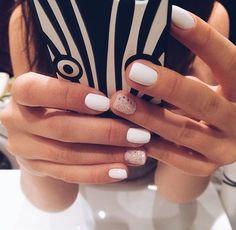 Precioso Short Nails Shellac, Short Nail Manicure, Manicures, Cute Short Nails, Short Nails Art, Short Natural Nails, White Nail Designs, Short Nail Designs, Manicure Ideas