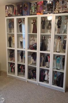 Dyi Doll House, Doll House Plans, Doll Display, Display Shelves, Display Cases, Diy Storage Sofa, Girl Dolls, Barbie Dolls, Bedroom Divider