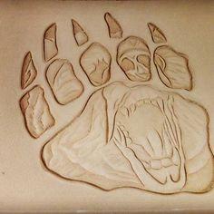 След от мишкиной лапки )) #тиснениенакоже #медведь #ручнаяработа #leatherstudioartunion