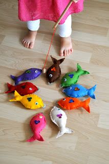Diy fishing game with felt fish felt fish felting and fish fishing magnetic gamejust bc i like combining sewing felt and buttons solutioingenieria Gallery