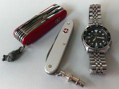 EDC dump - Swiss Army Knife Victorinox Craftsman, Victorinox Pioneer, Seiko SKX007