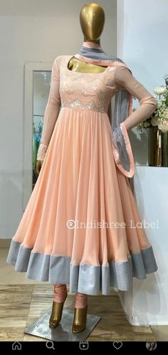 Party Wear Evening Gowns, Party Wear Indian Dresses, Designer Party Wear Dresses, Indian Gowns Dresses, Kurti Designs Party Wear, Dress Indian Style, Indian Fashion Dresses, Indian Designer Outfits, Plain Kurti Designs