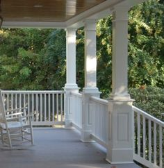 The collection of layouts and also the form of the front porch swing recommended for you are numerous shapes as well as shades that you can pick to place on your front veranda, for example in this image. Front Porch Posts, Front Porch Railings, Front Porch Design, Front Porches, Porch Trim, Porch Pillars, Iron Railings, Porch Post Wraps, Porch Supports