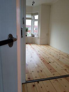 Grenen vloer, geschuurd gelakt Mirror, Furniture, Home Decor, Decoration Home, Room Decor, Mirrors, Home Furnishings, Arredamento, Interior Decorating