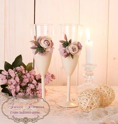 Flower Champagne Wedding Flutes, Wedding Ivory Glasses, Toasting Flutes, Champagne Flutes, Bride and Groom Wedding glasses FLOWER CHAMPAGNE FLUTES FEATURES: - Pair of traditional wedding ivory champagne flutes with small flower bouquet . - Flutes ivory color, satin ribbon light lilac
