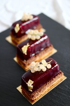 Blackcurrant Mousse with Blackcurrant Glaze and Caramelized Puff Pastry (Gateau Croustillant au Cassis)
