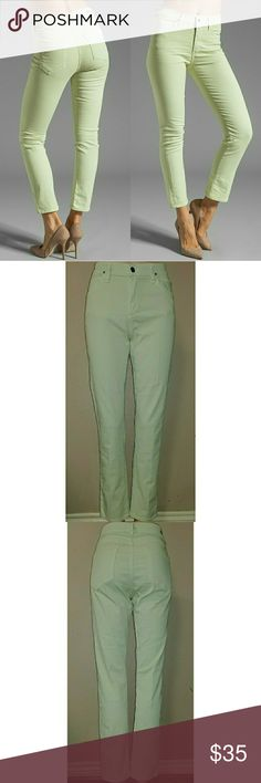 """COH 29x29.5 Carlton Citizens of humanity Carlton twill retro high rise ankle slim in Honeydew size 29 with a 29 1/2"""" inseam. In great preowned condition, color is close to a mint green. Waist flat is 15"""" and rise is 10"""". First pic is for reference. Citizens Of Humanity Jeans Ankle & Cropped"""