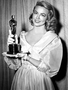 """The Academy Awards Ceremony Dorothy Malone Best Supporting Actress Oscar for """"Written on the Wind"""" Old Hollywood Movies, Old Hollywood Glamour, Golden Age Of Hollywood, Vintage Hollywood, Hollywood Stars, Classic Hollywood, Hollywood Fashion, Hollywood Actresses, Jerry Lewis"""