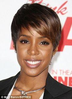 Pregnant Kelly Rowland trades in her pixie cut for long curly hair ...