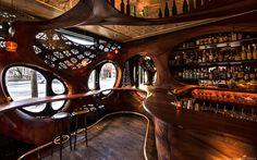 Архитектурное бюро Partisans оформило в Торонто пинчо-бар Raval, интерьер которого превратило в посвящение испанскому ар-нуво и Антонио Гауди.