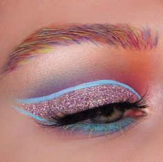 WOW. Check out this sweet colourful look by Netherlands makeup artist, @maudzoutenbier ⚡️⚡️⚡️