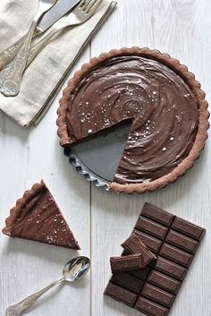 Image de chocolate, cake, and food Tart Recipes, Sweet Recipes, Baking Recipes, Dessert Recipes, Just Desserts, Delicious Desserts, Yummy Food, Sweet Pie, Chocolate Desserts
