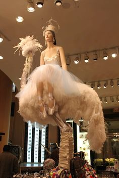 Pearls Ostrich feathers - pure genius I feel bad for the ostrich. Window Display Design, Store Window Displays, Windows Image, Retail Windows, Store Windows, Visual Display, Bridal Headpieces, Bridal Gowns, Retail Design