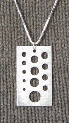 needle gauge necklace knitting patterns embossed in the sterling silver Knitting Gauge, Knitting Needles, Knitting Designs, Knitting Patterns, Needle Gauge, Needle Felting Tutorials, Knitting Supplies, Yarn Shop, Modern Cross Stitch
