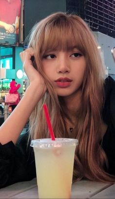 Find images and videos about rose, blackpink and lisa on We Heart It - the app to get lost in what you love.