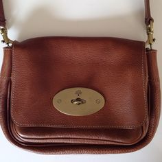 Brown/ Oak leather bag - Mulberry Beautiful mulberry oak shoulder bag. Fits perfectly at waist length ( 19 inches - strap), strap comes out, so it can be also worn as a clutch. Front small compartment, main compartment with small card pocket. As new, small sign of tear&wear on the inside of the metal lock. Mulberry Bags