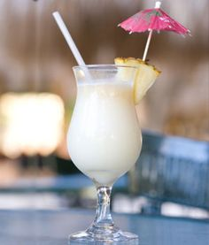 Skinny Adult Beverages like this piña colada + a light Bloody Mary, a skinny sangria & Summer Drinks, Fun Drinks, Bloody Mary, Popular Mixed Drinks, Low Calorie Alcoholic Drinks, Alcoholic Beverages, Sugar Free Vanilla Pudding, Virgin Pina Colada, Nutritional Shake Mix