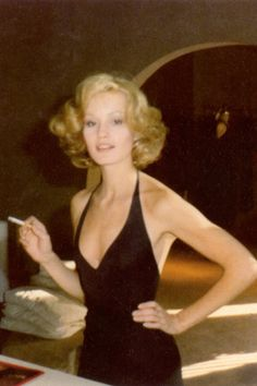 Jessica Lange looking sexy and glam in her deep v neck gown.