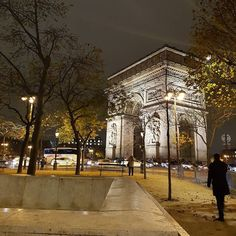 Enchaîner les projos #paris #champselysees #art #night #lights
