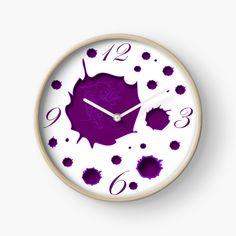 Süße schläfrige Katze in lila auf einer Uhr. Bmx Bikes, Clock, Rainbow, Poster, Home Decor, Lilac, Cat Watch, Cute Designs, Infant Girl Rooms