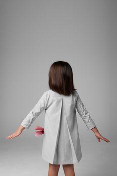 Vestido manga larga con cuello pico