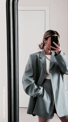 Image about fashion in ♡ My Uploads ♡ by °•V I C•° Suit Fashion, Look Fashion, Fashion Outfits, Womens Fashion, Classy Outfits, Trendy Outfits, Vintage Outfits, Aesthetic Fashion, Aesthetic Clothes