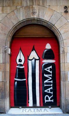 Painted doors with character and flair. Cool Doors, Unique Doors, Modernisme, When One Door Closes, Door Entryway, Knobs And Knockers, Door Gate, Gates, Street Art Graffiti