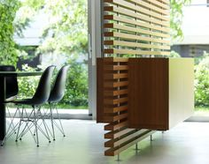 Using a screen is a great way to divide a room. Horizontal slats with gaps allow light to pass through.